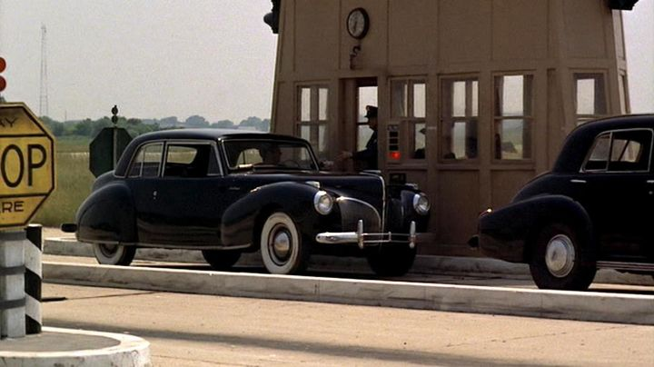 Lincoln Continental of Sonny Corleone (James Caan) as seen in The Godfather - Movie Outfits and Products