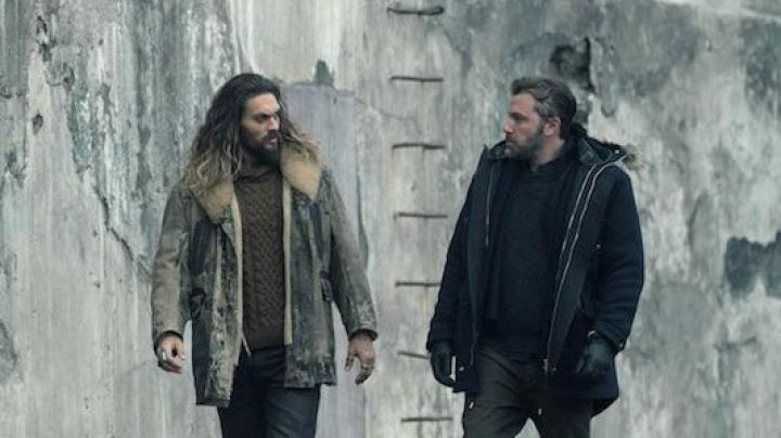 Long Leather Jacket with fur collar worn by Arthur Curry / Aquaman (Jason Momoa) as seen in Justice League
