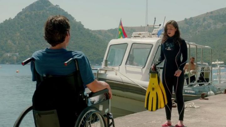 Lou Clark (Emilia Clarke) Beuchat Swimsuit in Me Before You