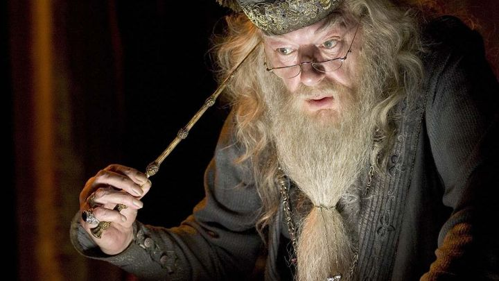 Magic Wand used by Professor Albus Dumbledore (Michael Gambon) as seen in Harry Potter and the Goblet of Fire Movie