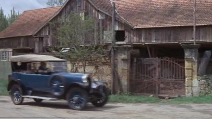 Malevergne to Saint-Vincent-Le-Paluel in The Tattooed - Movie Outfits and Products