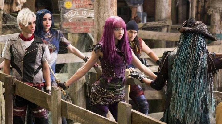 Mal's (Dove Cameron) long purple wig in Descendants 2 - Movie Outfits and Products
