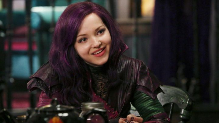 Mal's (Dove Cameron) purple wig in Descendants - Movie Outfits and Products