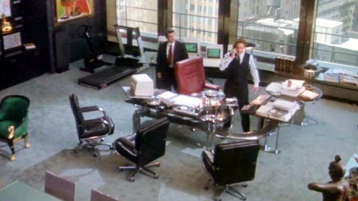 Mariani Desk Chair of Gordon Gekko (Michael Douglas) in Wall Street - Movie Outfits and Products