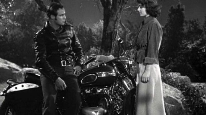 Marlon Brando's Triumph Thunderbird 6T bike in The Wild One - Movie Outfits and Products