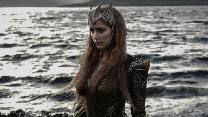 Mera's (Amber Heard) crown  in Justice League Movie