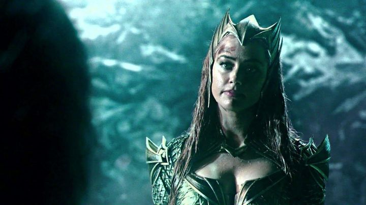 Mera's (Amber Heard) golden crown  as seen in Justice League Movie