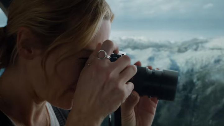 Metal Ring worn by Alex Martin (Kate Winslet) during the helicopter scene as seen in The mountain between us - Movie Outfits and Products