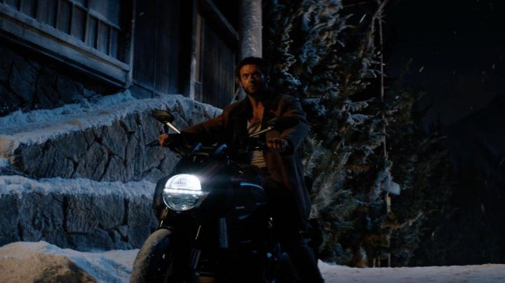 Motorcycle Ducati Diavel Logan (Hugh Jackman) in the Wolverine : the fight of The Immortal - Movie Outfits and Products