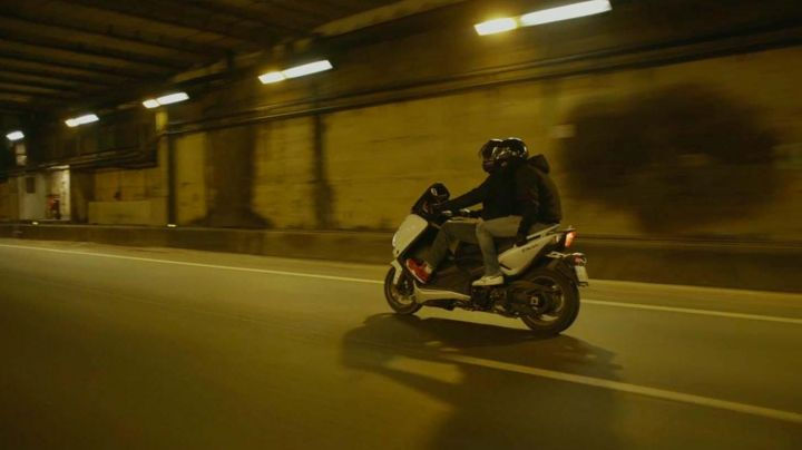 Motorcycle Yamaha 500 TMAX in the movie mob-mentality - Movie Outfits and Products