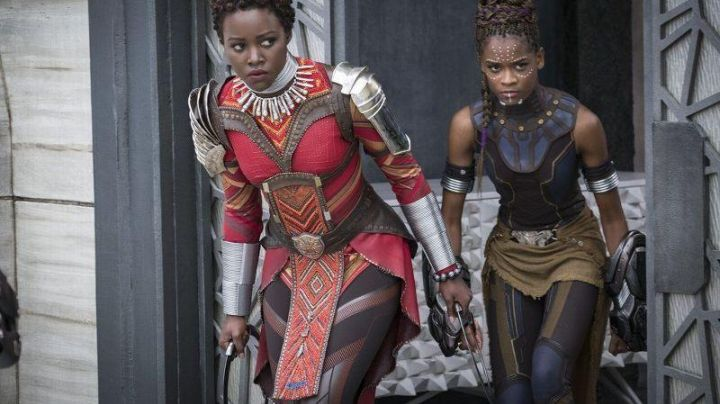 """Nakia's (Lupita Nyong'o) """"Vibranium"""" Chakram weapon in Black Panther - Movie Outfits and Products"""