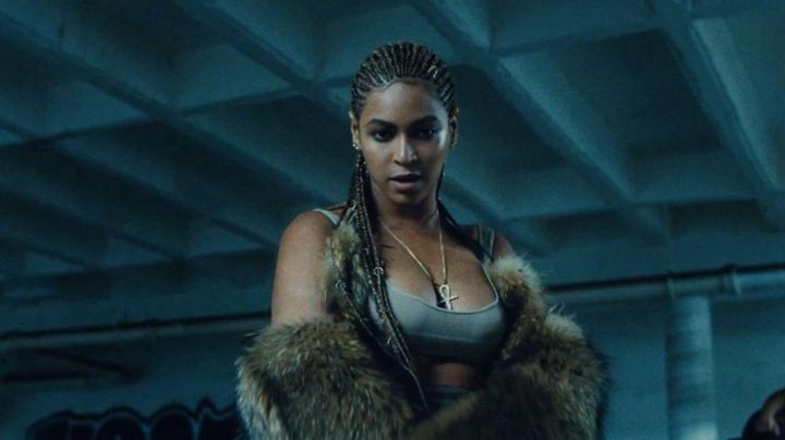 Fashion Trends 2021: Necklace, Lynn Ban, in the shape of an Ankh from Beyoncé in Lemonadel
