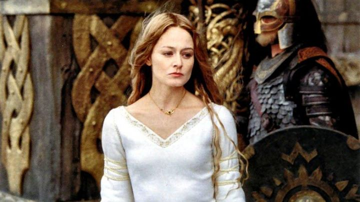 Necklace worn by Eowyn (Miranda Otto) as seen in The Lord of The Rings: The Two Towers
