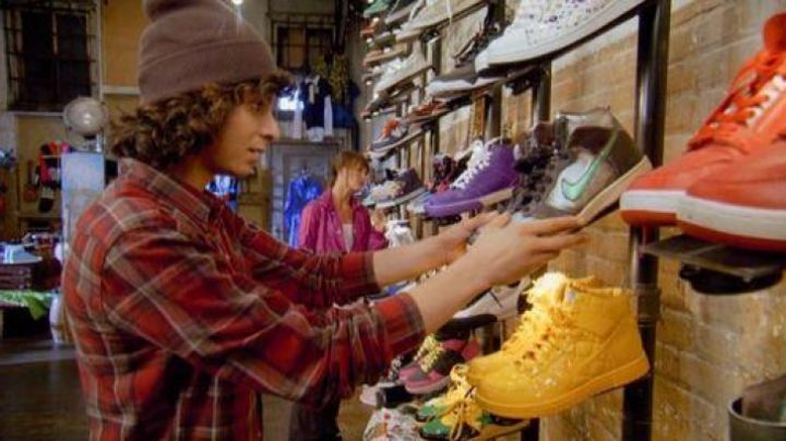 Fashion Trends 2021: Nike shoes dunk supreme olympic Adama Gary Sevani in Sexy Dance 3