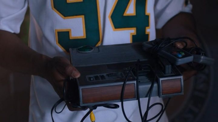 Nintendo Vintage Video Game Console used by Young Fridge (Ser'Darius Blain) in Jumanji: Welcome to the Jungle Movie