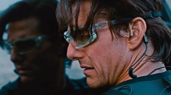 Oakley sunglasses Ethan Hunt (Tom Cruise) in Mission : Impossible - Protocol Ghost movie