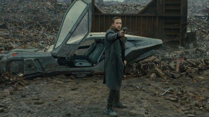 Officer K's (Ryan Gosling) blaster pistol in Blade Runner 2049 - Movie Outfits and Products