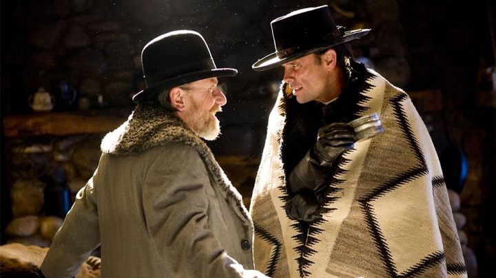 """""""Pendleton"""" blanket of Sheriff Chris Mannix (Walton Goggins) in The Hateful Eight - Movie Outfits and Products"""