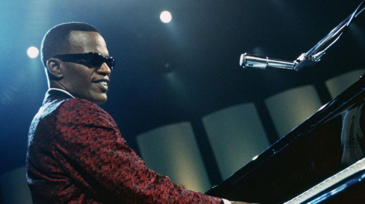 Piano Baldwin of Ray Charles (Jamie Foxx) in Ray - Movie Outfits and Products