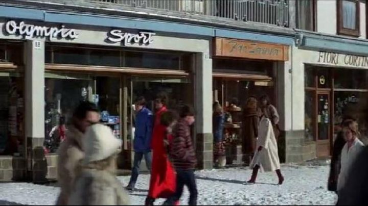 Piazza Venezia, corso italia, for your eyes only - Movie Outfits and Products