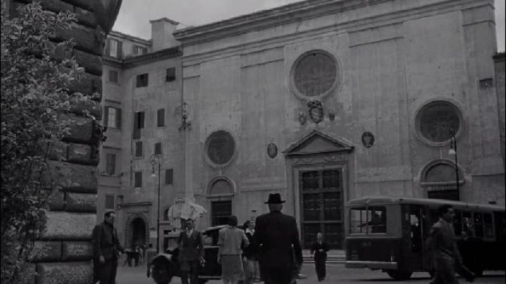 Piazza della Minerva in Rome, in Umberto D. - Movie Outfits and Products