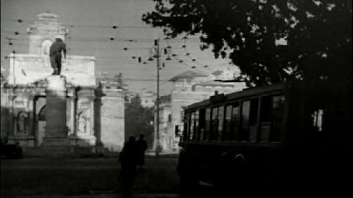 Piazzale di Porta Pia in Rome, The bicycle thieves - Movie Outfits and Products