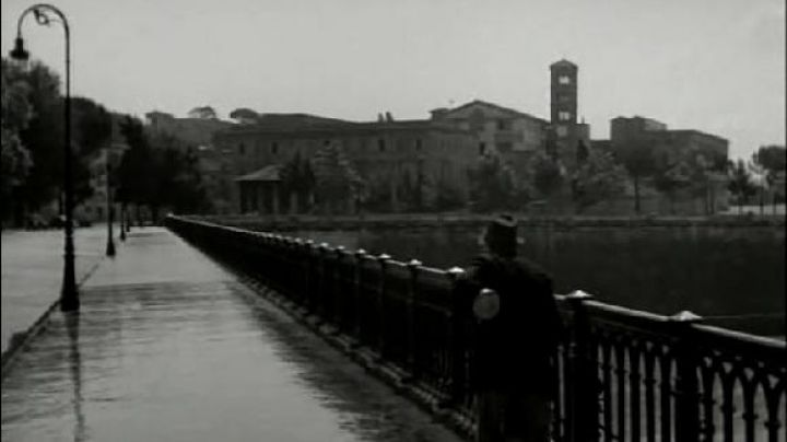 Ponte Palatino in Rome, The bicycle thieves - Movie Outfits and Products
