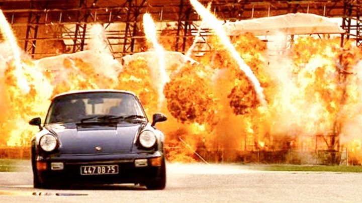 Porsche 911 Turbo 3.6 driven by Mike Lowrey (Will Smith) as seen in Bad Boys - Movie Outfits and Products