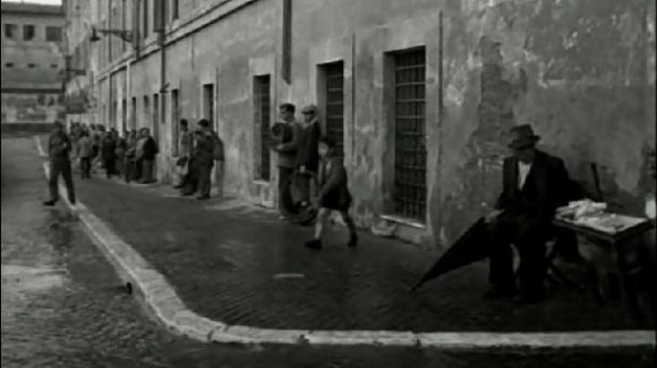 Porto di Ripa Grande, in Rome, The bicycle thieves - Movie Outfits and Products