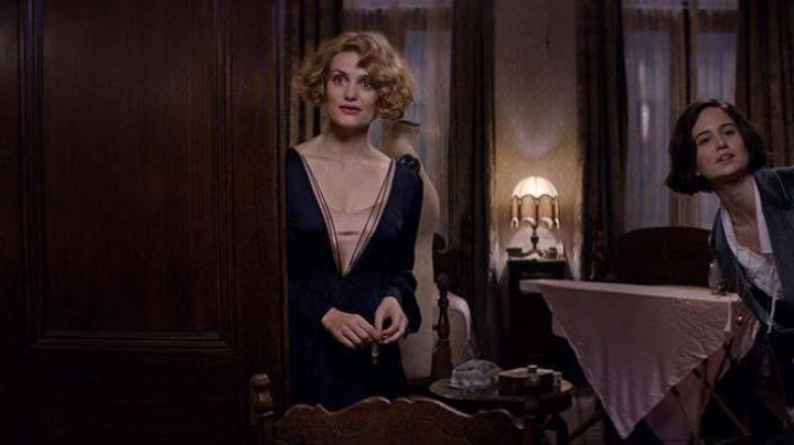 Queenie Goldstein (Alison Sudol) Dress in Fantastic Beats and where to find them - Movie Outfits and Products