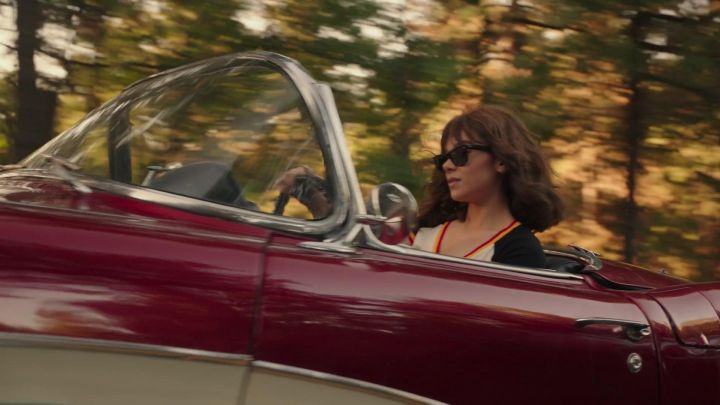Ray-Ban Wayfarer Sunglasses worn by Charlie (Hailee Steinfeld) in Bumblebee Movie