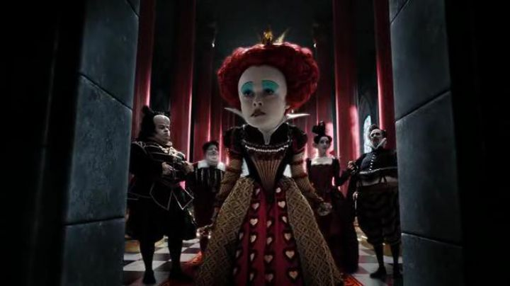 Red Queen's (Helena Bonham Carter) dress  in Alice in Wonderland - Movie Outfits and Products