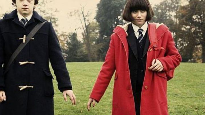 Red coat Jordan Bevan (Yasmin Paige) in the film Submarin - Movie Outfits and Products
