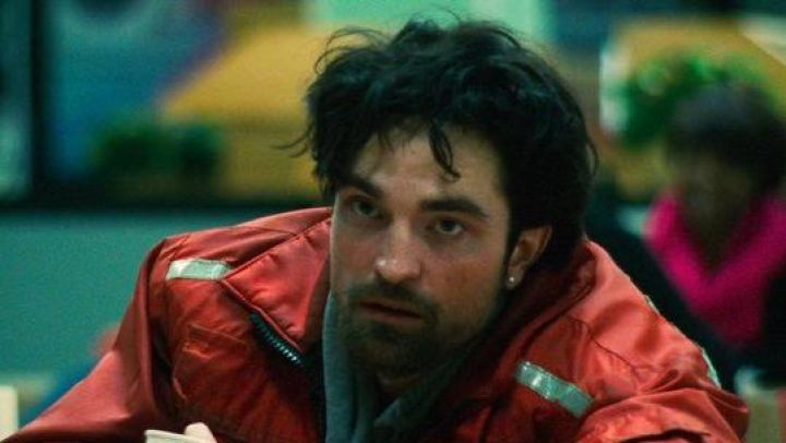 Red jacket worn by Connie Nikas (Robert Pattinson) as seen in Good Time movie
