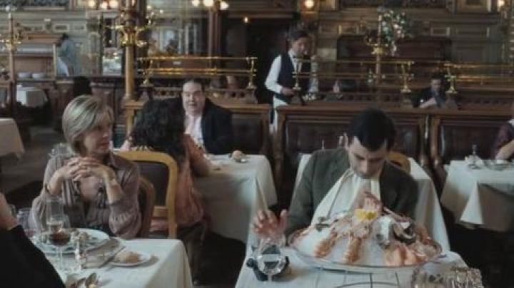 Restaurant Le train Bleu Paris gare de Lyon train Station in The holidays of Mr Bean - Movie Outfits and Products
