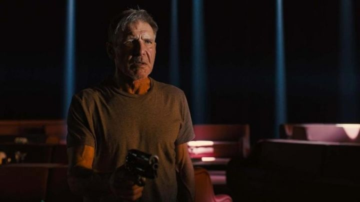 Rick Deckard's (Harrison Ford) resin blaster in Blade Runner 2049 - Movie Outfits and Products