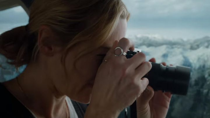 Ring worn by Alex Martin (Kate Winslet) as seen in The mountain between us - Movie Outfits and Products