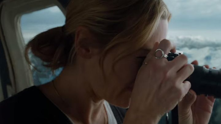 Ring worn by Alex Martin (Kate Winslet) during the helicopter scene as seen in The mountain between us - Movie Outfits and Products