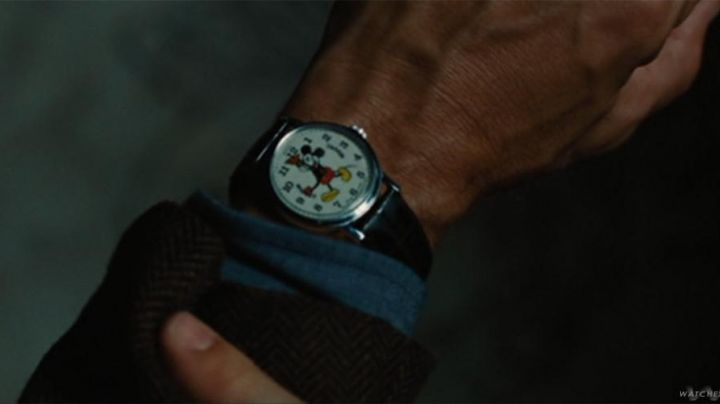 Robert Langdon's (Tom Hanks) Mickey Mouse Watch in Angel & Demons - Movie Outfits and Products