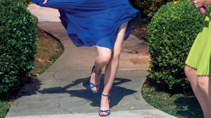 Royal blue sandals worn by Mia (Emma Stone) in La La Land - Movie Outfits and Products