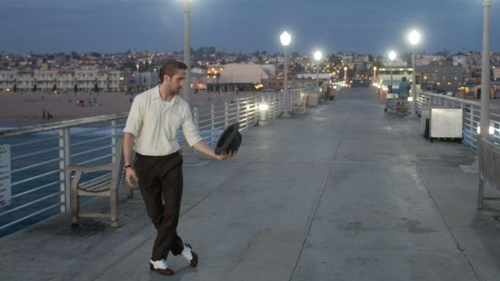 Sebastian's (Ryan Gosling) bicolor shoes in La La Land - Movie Outfits and Products