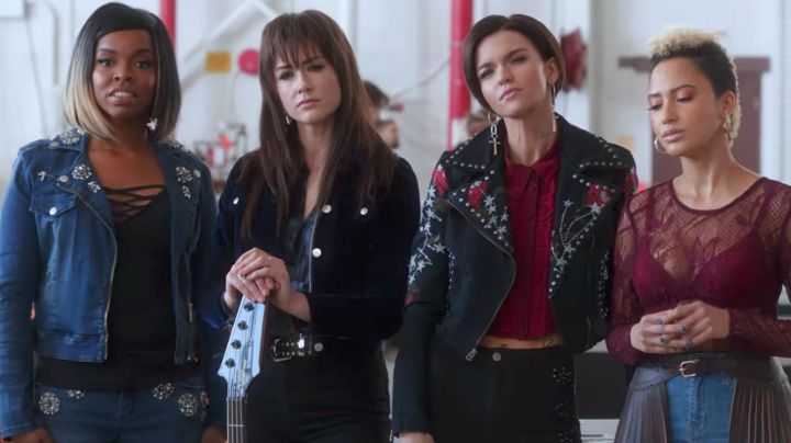 Fashion Trends 2021: Serenity's Corded Fringe Contour Waist Belt as seen on Pitch Perfect 3