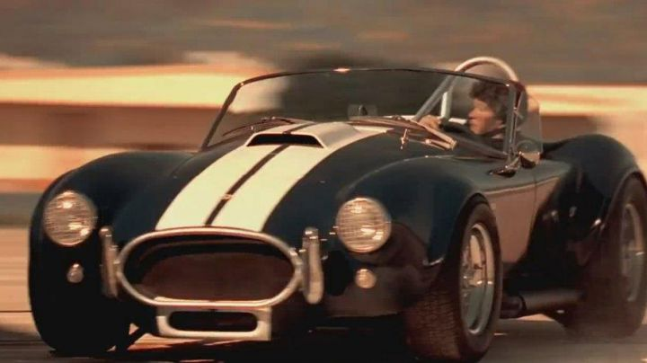 Shelby Cobra 427 driven by Fouchet (Tchéky Karyo) as seen in Bad Boys - Movie Outfits and Products