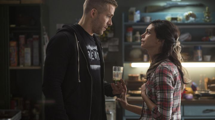 Fashion Trends 2021: Shirt of Morena Baccarin in Deadpool