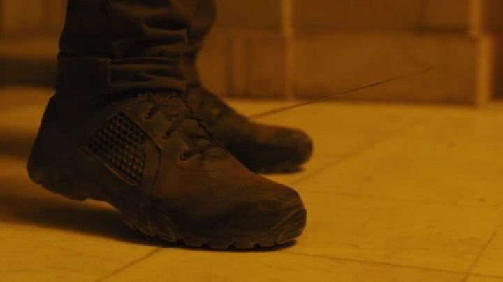 Shoes Bates Shock of officer K (Ryan Gosling) in Blade Runner 2049 - Movie Outfits and Products