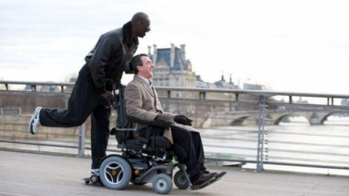 Fashion Trends 2021: Shoes Nike AM1 of Omar Sy in Intouchables