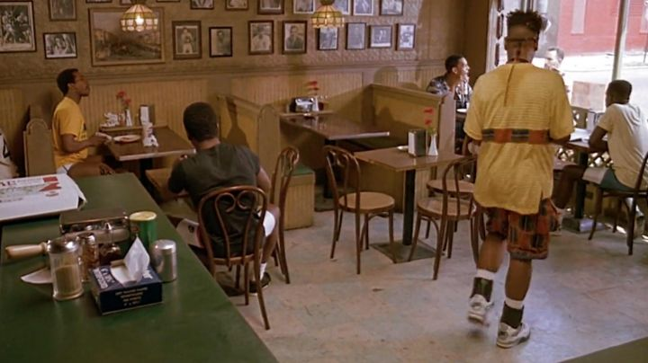 Fashion Trends 2021: Shoes Nike Air Jordan IV White/Cement of Buggin Out (Giancarlo Esposito) in Do The Right Thing