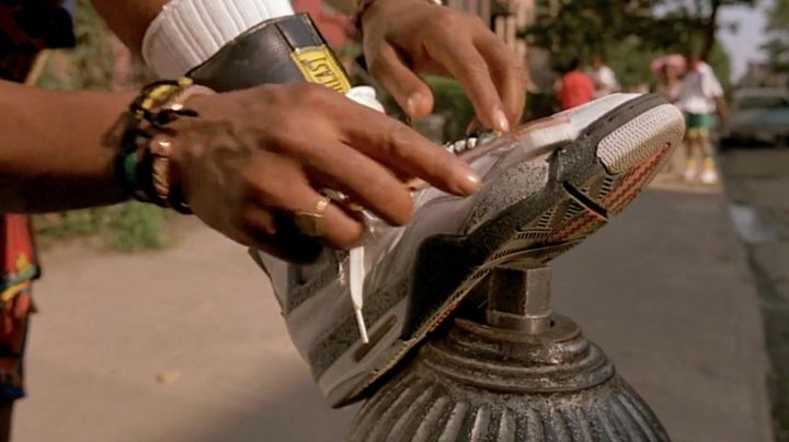 Fashion Trends 2021: Shoes Nike Air Jordan white and gray of Buggin Out (Giancarlo Esposito) in Do the right thing