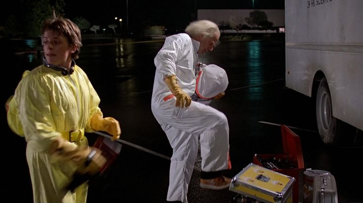 Fashion Trends 2021: Shoes Nike Vandal orange Doc Brown (Christopher Lloyd) in Back to the future