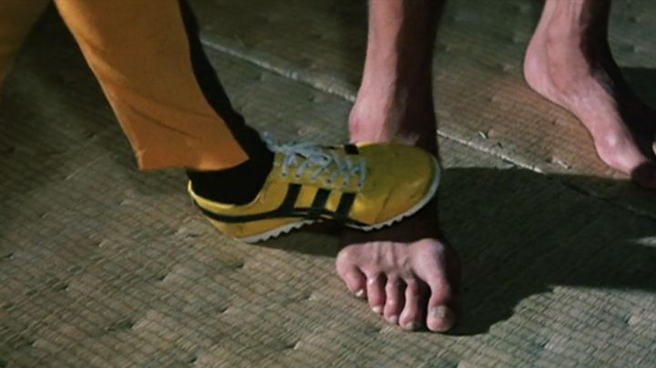 Shoes black and yellow of Hai Tien (Bruce Lee) game of death - Movie Outfits and Products